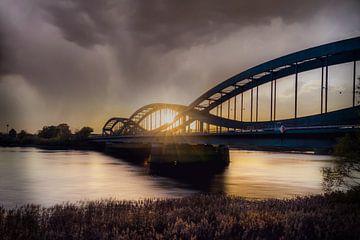 Hamburg's Elbe bruggen in het avondlicht van Annette Hanl