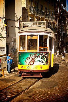 Trammetje in Lissabon van Ruud Lobbes