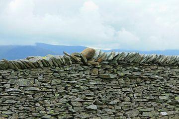 Stenen muur in het Lake District, Cumbria, Engeland van Mieneke Andeweg-van Rijn