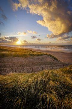 Strandopgang bij Zonsondergang van Dirk van Egmond