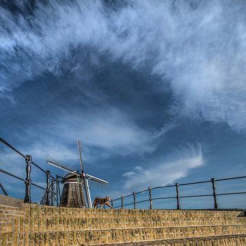 Brug en windmolen van het Friese stadje Sloten sur Harrie Muis