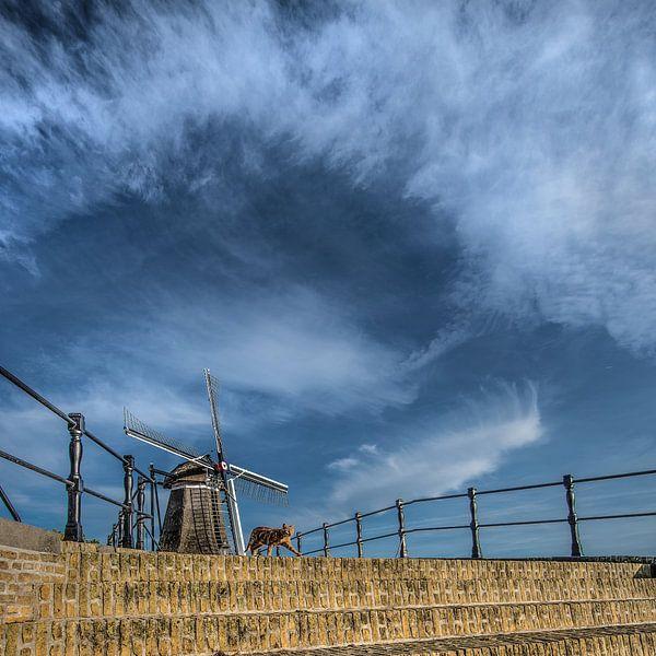 Brug en windmolen van het Friese stadje Sloten van Harrie Muis