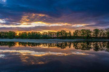 Kleurrijke avondlucht van Holger Spieker