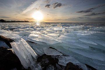 Kruiend ijs en een mooie zonsopkomst van Peter Haastrecht, van