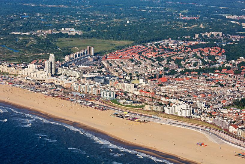 Luchtfoto Scheveningen met strand van Anton de Zeeuw
