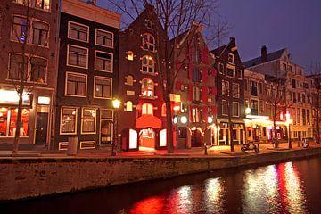 Le quartier rouge d'Amsterdam la nuit sur Nisangha Masselink