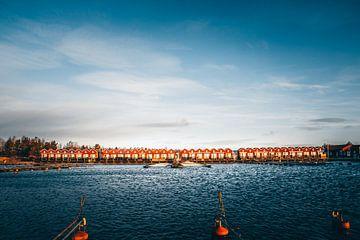 Zweden Sunnanå hamn Vänern. Kleine rode huisjes in het water van Fotos by Jan Wehnert