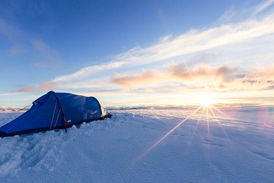 Zonsondergang in een winterlandschap