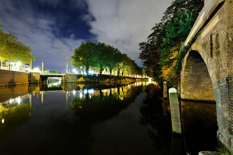 Catharijnesingel in Utrecht gezien vanaf Bijlhouwersbrug van Donker Utrecht
