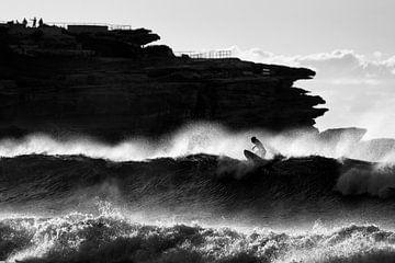 Surfer bij Bondi Beach in Sydney van Rob van Esch