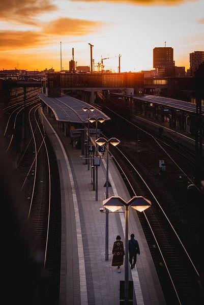 Zonsondergang treinstation van LUDWIGSTREET