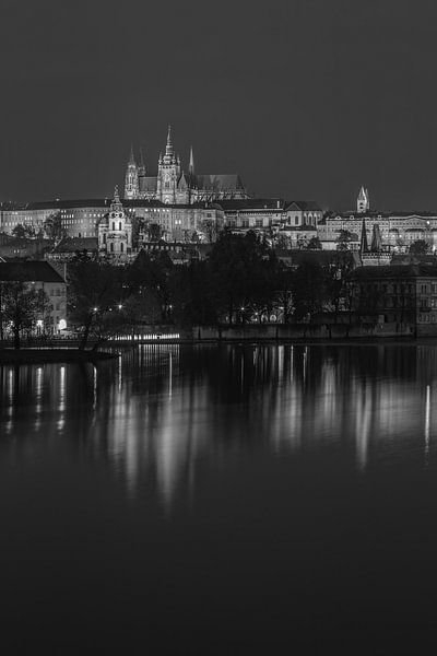Praagse Burcht en Karelsbrug in de avond - Praag, Tsjechië - 15 van Tux Photography