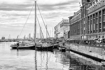 Silodam in Amsterdam mit Segelschiffen von Don Fonzarelli