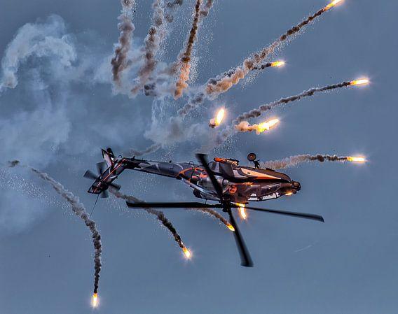 AH-64D Apache Solo Display Team (met flares) van Joram Janssen