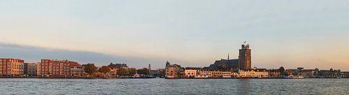 Skyline von Dordrecht im letzten Abendlicht. von Jan Koppelaar