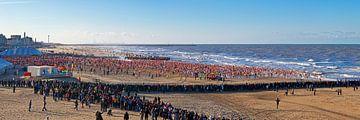 Panorama Neujahrs Dive Scheveningen von Anton de Zeeuw