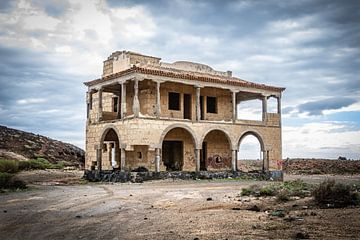 Ruine an der Küste Teneriffas von Lukas Fiebiger