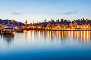 La vieille ville de Lucerne en soirée sur Werner Dieterich