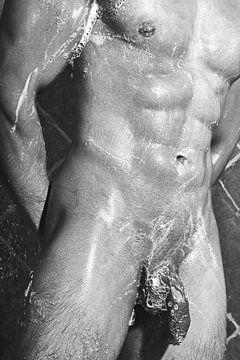 Sehr schöner nackter Mann, der in einer Dusche fotografiert wurde. #E0080 von william langeveld