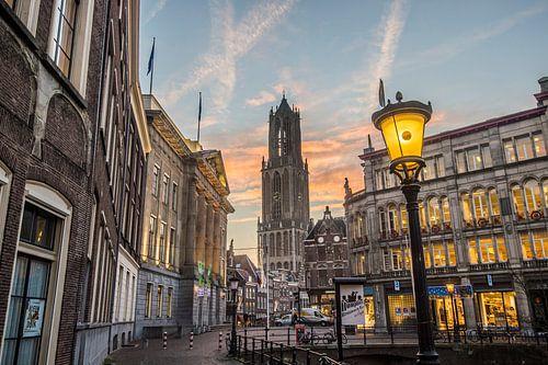 Stadshuisbrug en de Domtoren bij ochtendlicht