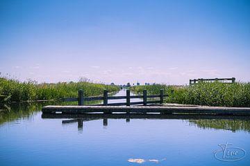 Uitkijkbrug in Nijkerk over het water van Tina Linssen