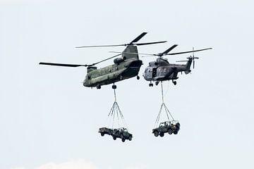 Chinook en Cougar met externe ladingen van Wim Stolwerk