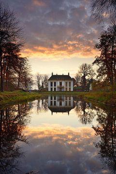 Kasteel Nijenburg Heiloo tijdens de herfst van John Leeninga