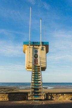 Rettungsschwimmerhäuschen in der Nähe des Sword Beach, Lion-sur-Mer, Normandie von Paul van Putten