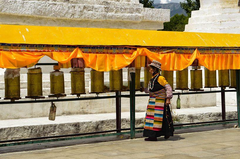 Traditionale Tibetaanse vrouw van Zoe Vondenhoff