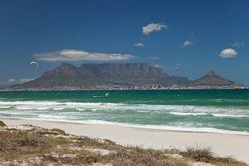 Blouberg strand met uitzicht op Kaapstad Zuid Afrika van Peter Schickert