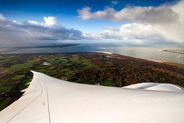 KLM's tieffliegender Boeing 787-9 Dreamliner, über Zeeland von Jeffrey Schaefer