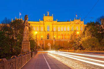 Maximilianeum in München bei Nacht von Werner Dieterich