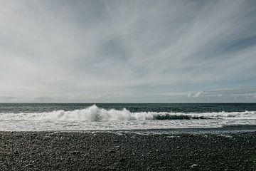 Woeste zee | Vik | Ijsland | Zwarte stranden van Floor Bogaerts