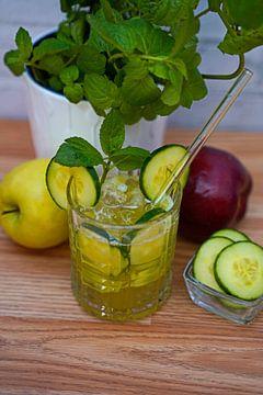 Cocktail au gin pomme-concombre sur Babetts Bildergalerie