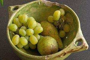 Lebendiges Stillleben von grünem Obst in grüner Schale von wil spijker