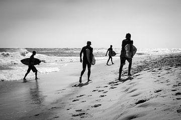 Surfer an der französischen Küste von Evelien Oerlemans