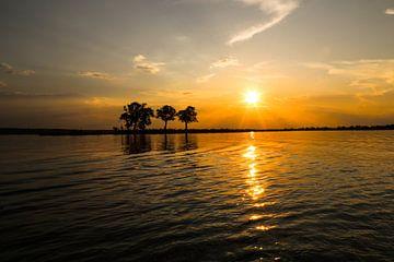 Zonsondergang op de Chobe rivier van Edith Büscher