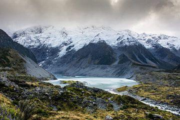 Wijds landschap in de Hooker Valley - Nieuw-Zeeland van Rowan van der Waal