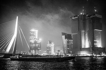 Rotterdam bij nacht van Niels Stolk