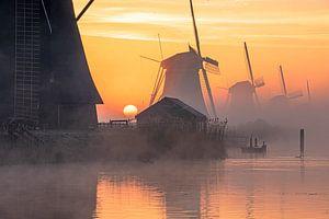 Kinderdijk Molens windmil sunrise mist van Marco van de Meeberg
