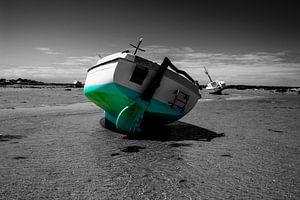Boot op het strand in de zomer van Youri Mahieu