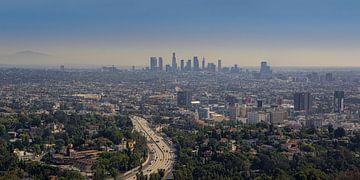 Los Angeles skyline vanaf de Hollywood Hills van Toon van den Einde