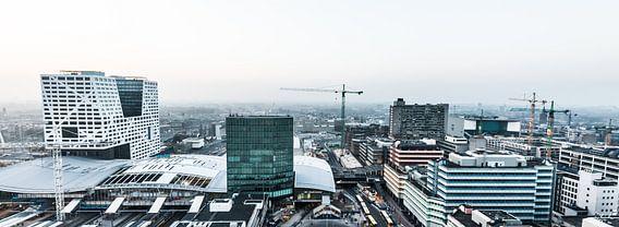 Centrum van Utrecht panorama met stadskantoor en centraal station.