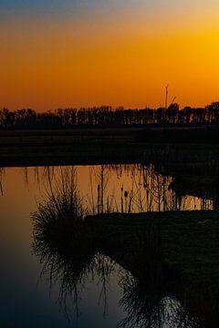 Coucher de soleil, reflété dans l'eau sur Anne Ponsen