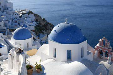 Die blauen Kuppeln von Santorini von Robert Styppa