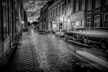 Maastrichtse straat in de avond van Guus Janssen