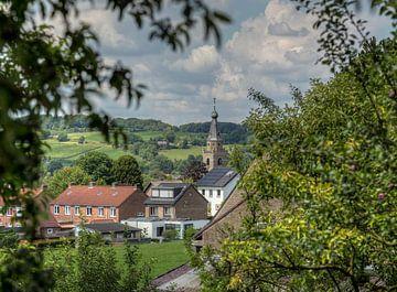 Doorkijkje op de Kerk van Wijlre in Zuid-Limburg van