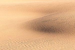 Abstrakte Muster im Sand von Rob van Esch