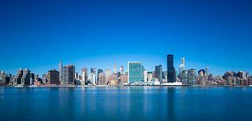 New York Skyline im Blau von Inge van den Brande
