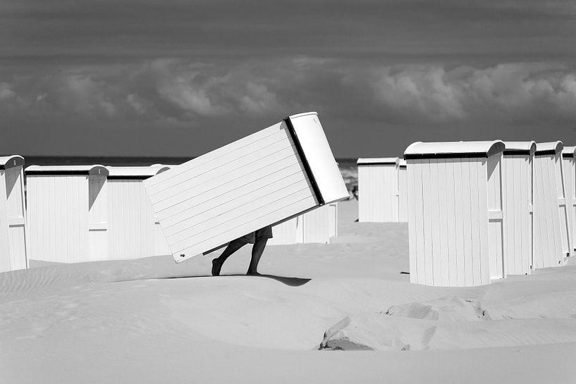 Strandcabines bij Katwijk aan Zee (zwart-wit) van Evert Jan Luchies